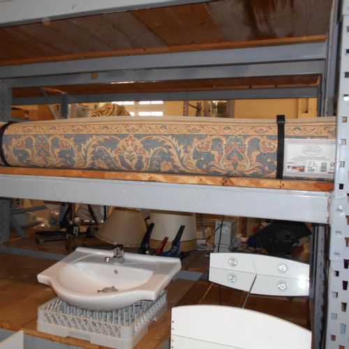 Bathroom furniture with basin and woollen rug, dimensions: 1.70 x 2.40 m. Visit…