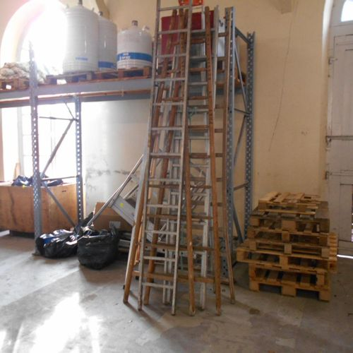 TUBESCA gangway 7 steps 1 platform, various ladders and site helmets, to be inve…
