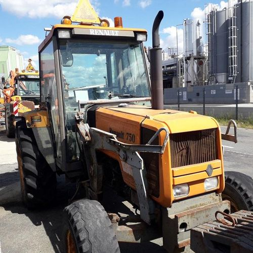[PR]  R The new regulation is intended for professionals only. Tractor RENAULT …
