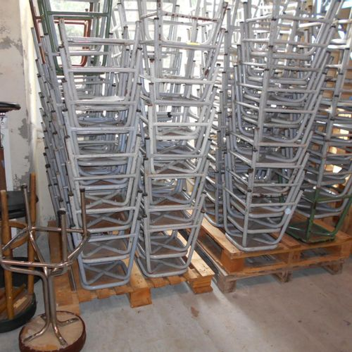 Approximately 120 stools (figures without guarantee). Visits from 2 to 6 Novembe…