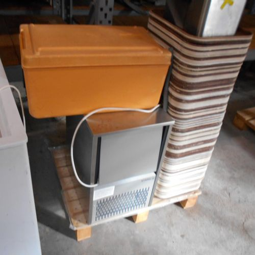 Lot composed of :  LIEBHERR chest freezer, Type 4 6121 4, year and serial numbe…
