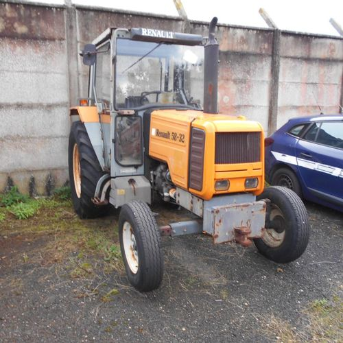[PR] [ACI] 	 For professionals only. Tractor RENAULT 58 32, Diesel, imm. 8933001…