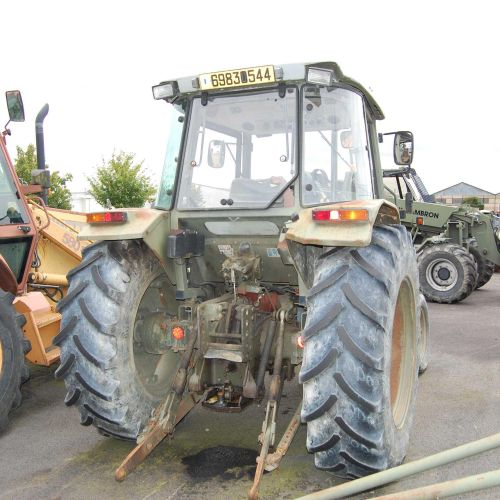 [RP] [ACI]  Reserved for professionals.  Agricultural tractor MASSEY FERGUSON …