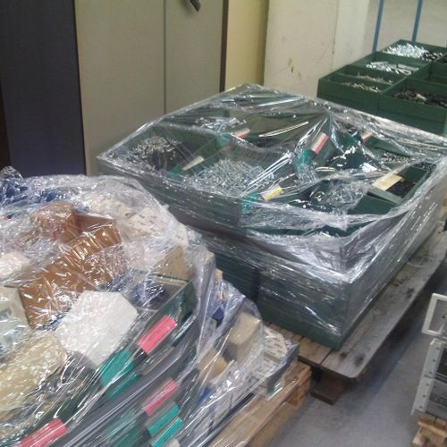 3 pallets of about 1250 kg of various fasteners including bolts, nuts, washers, …