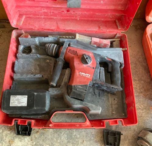 Un perforateur à batterie Hilti TE 30 A36