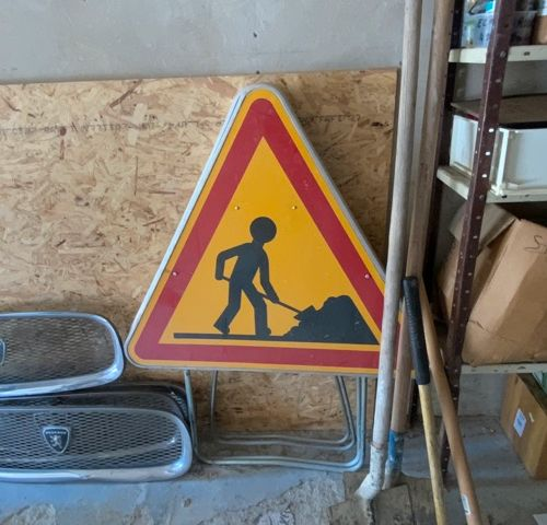 Deux panneaux de chantier