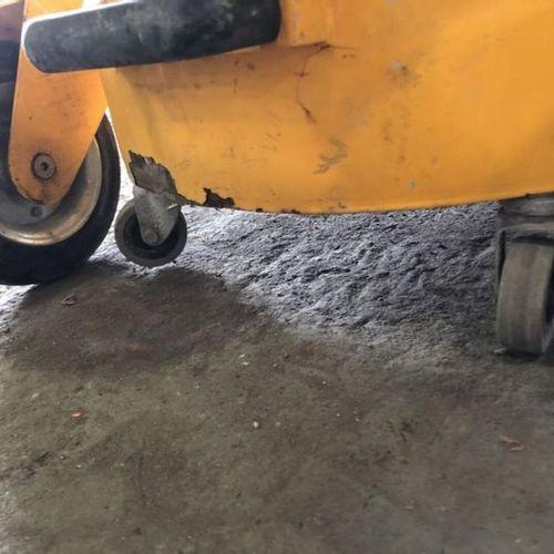 Aspirateur poussières fines 230V/3000 W Observations : Pas de plaque constructeu…