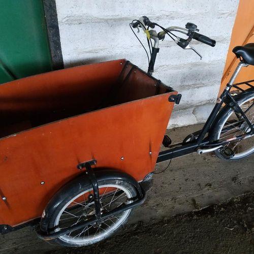 Cargo city bike ECOVELO black. Service remitting : COMMUNE LA ROCHELLE ot Drop o…