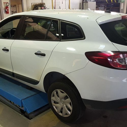 [RP] For professionals only . RENAULT Mégane station wagon Diesel, imm. CW 634 X…