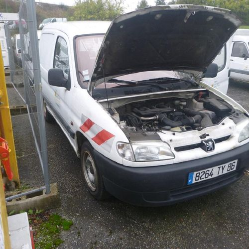 [RP] 'For professionals only' . PEUGEOT Partner, Diesel, 2 seats, imm. 8264 TY 8…