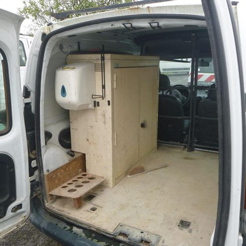 [RP] 'For professionals only' . RENAULT Kangoo 7hp, Petrol, 2 seats, imm. 28 TG …