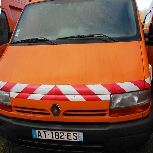 RP] Reserved for professionals: RENAULT Master II T28 2.2 dCi 90hp Diesel van, i…