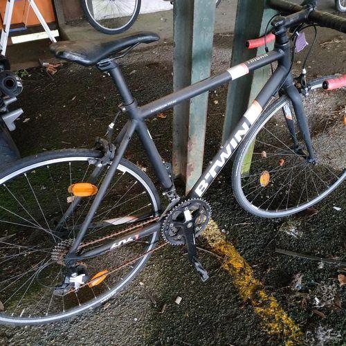 Road bike B'TWIN TRIBAN 500 Aluminium frame, 24 speed, rusty chain.  B'TWIN ROC…