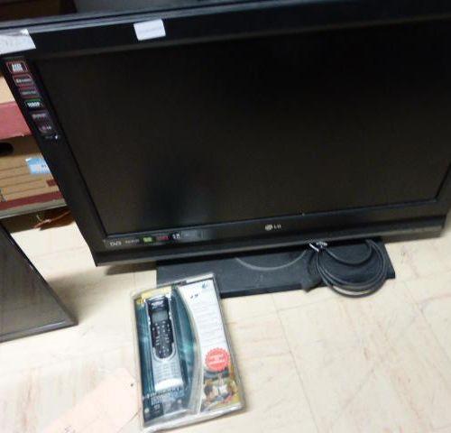 1 television set LG 80 c m . 1 television set SAMSUNG 80 cm flat screen to hang …