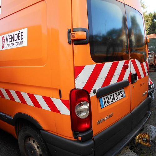PR] Reserved for professionals: RENAULT Master Diesel, imm. AQ 043 PB, type FDC2…
