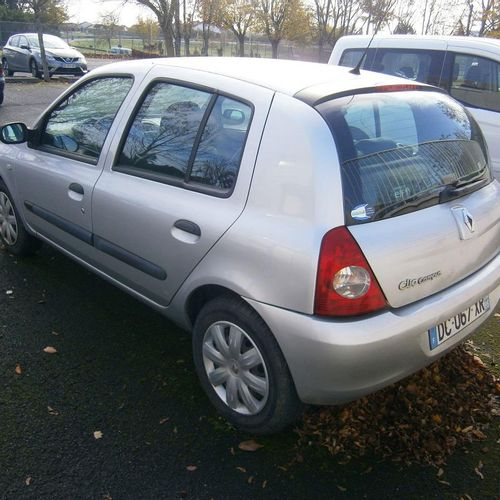 PR] Reserved for professionals: RENAULT Clio II, Essence, imm. DC 067 XR, type M…