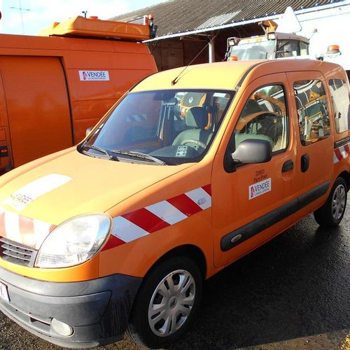 RP] Reserved for Professionals : RENAULT Kangoo Diesel, imm. AP 552 DX, type MRE…