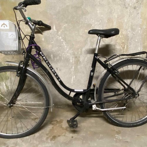 Women's PEUGEOT black 5 speed bike. Derailleur adjustment to be reviewed, B'TWIN…