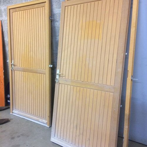 Two wooden service door blocks 200 cm/ 96 cm. Service remittance : UNIVERSITE GU…