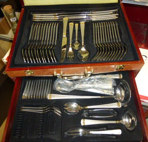 Homemade set consisting of: 1 set of 66 pieces VARAGEN in its pearly wooden case…