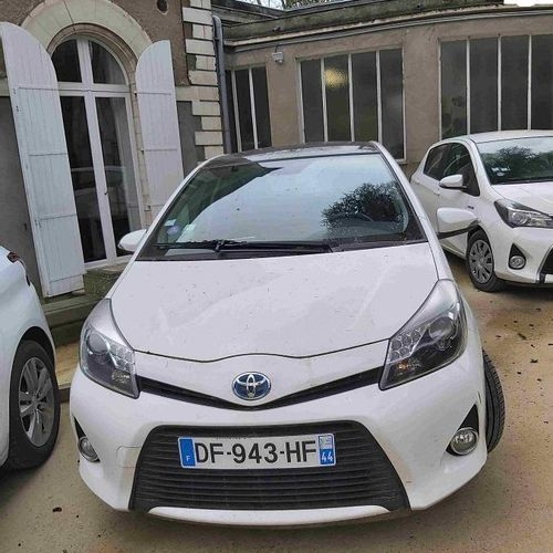 RP] Reserved for professionals: TOYOTA Yaris Gasoline Electric (non rechargeable…