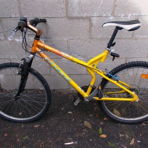 Vélo femme MBK, bleu, freins HS. Vélo gitane cadre couleur jaune orange, freins …