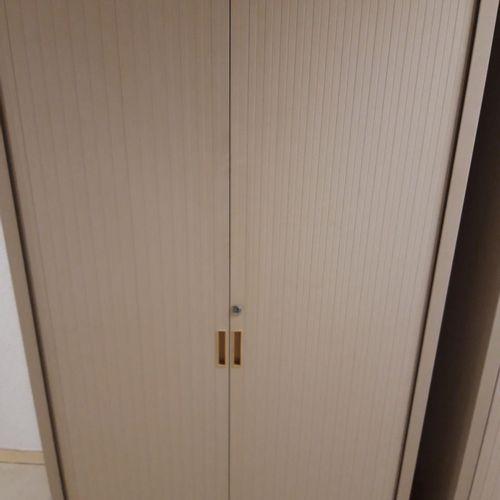 11 armoires hautes beiges avec clés (Largeur 100 * Hauteur 198 * Profondeur 45).…