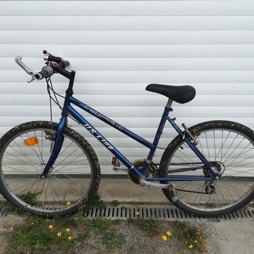 Vélo VTT type DS LINE bleu 18 vitesses. Vélo VTT marque LIPTON type ICE TEA, 18 …