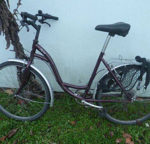 Vélo de course marque B'TWIN, type RACING HOMME, couleur blanc et bleu, 27 vites…