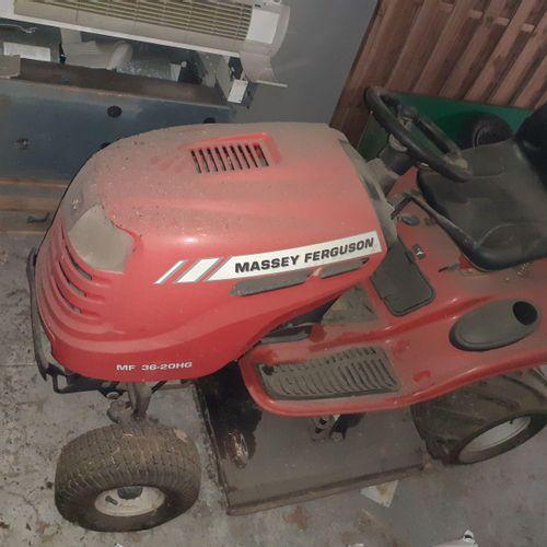 Tracteur tondeuse et remorque MASSEY FERGUSON MF36 20HG, réparations à prévoir d…