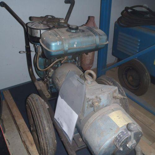 1 poste de soudage à l'arc SAFEL SP 160E, moteur essence sur brouette. En état d…