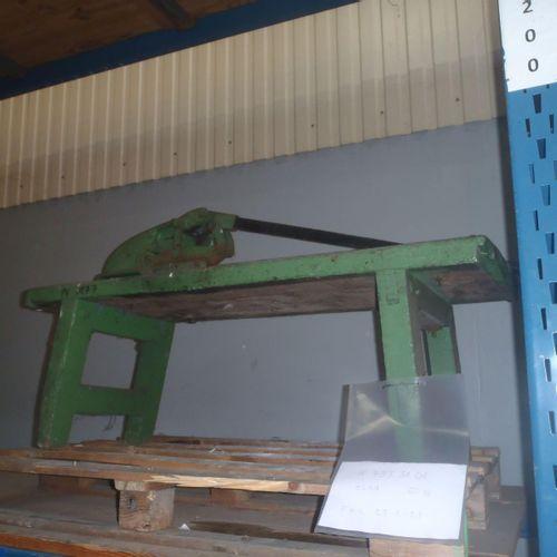 1 cisaille à guillotine, épaisseur des tôles de 2 à 10mm. En état de marche, poi…