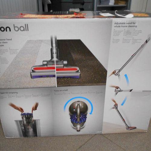 Un aspirateur de marque Dyson Ball Multifloor, n°5025155027943. Lieu de dépôt : …