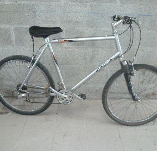 Vélo VTT DECATHLON, type B'TWIN, couleur gris, 7 vitesses. Vélo VTT DECATHLON, t…