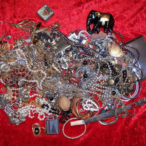 Environ 3 kg de bijoux fantaisies.    Enlèvement sur RDV, port du masque obl…