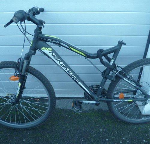 Vélo VTT marque ROCKRIDER, couleur gris rouge, 21 vitesses. Vélo VTT de marque N…