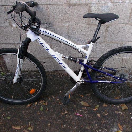 Vélo blanc et bleu de marque Cliff NAKAMURA, freins HS. Vélo femme, bleu lagon a…