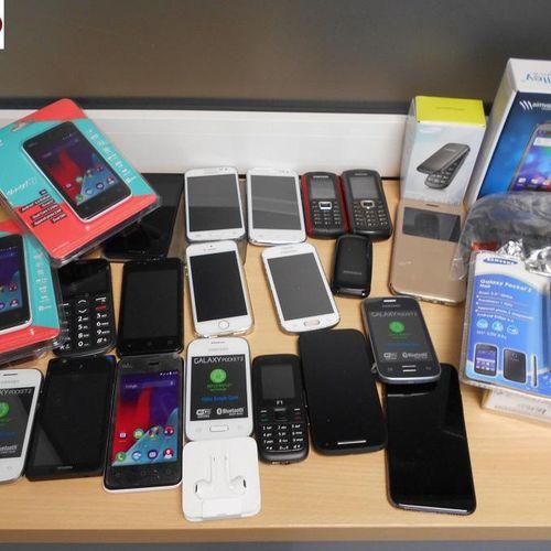 [RP]  Réservé aux professionnels :  Un lot de 25 téléphones portables non test…