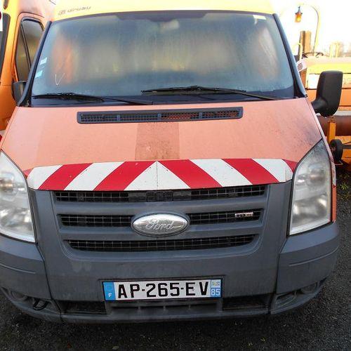 [RP] Réservé aux professionnels : FORD Transit Gazole, imm. AP 265 EV, type FAG6…