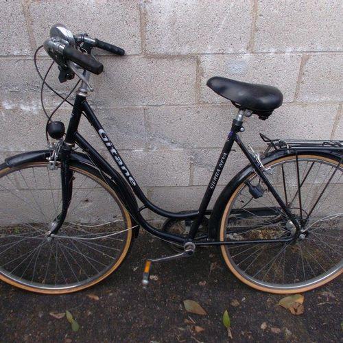 Vélo femme, Gitane, noir et blanc, freins et pneus HS. Vélo femme noir micmo shi…