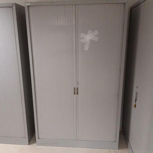 1 armoire haute grise avec clé (Largeur 100 * Hauteur 198 * Profondeur 45),  11…