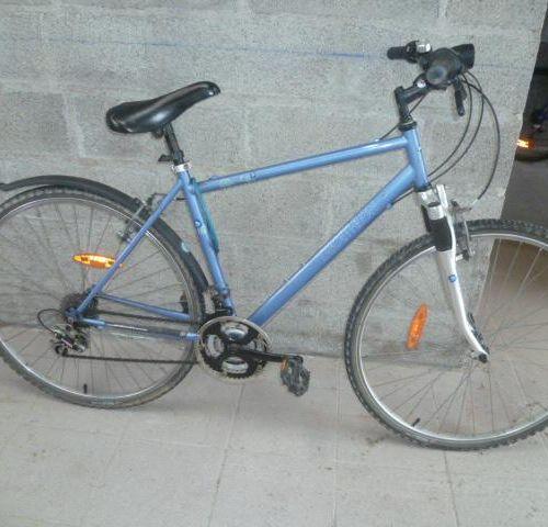 Vélo VTT, marque FUNRIDE, type F2 SOLO, couleur gris bleu, 21 vitesses. Vélo VT…