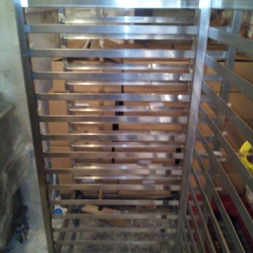 9 portes de placard 0.97 m x H 2.70m + 2 rails 7.75m.    3échelles gn2/1  E…