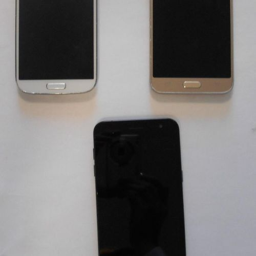 Lot of 3 SAMSUNG Galaxy smartphones, damaged shells: 1 J3, 8Gb, n° R5PJ66GLJBW ,…