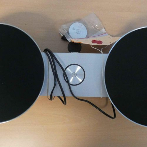 Bang & Olufsen Dock, model A8, for iPhone, iPod and iPad, a few chips and 1 iPod…