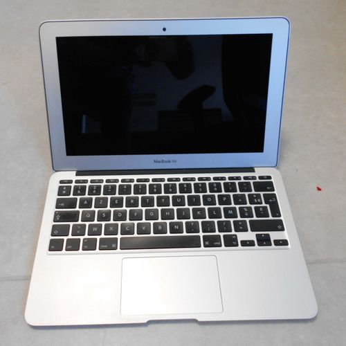 APPLE MacBook Air, model A1465, serial number C02HV2NYDRV7, 11 inches, AZERTY ke…