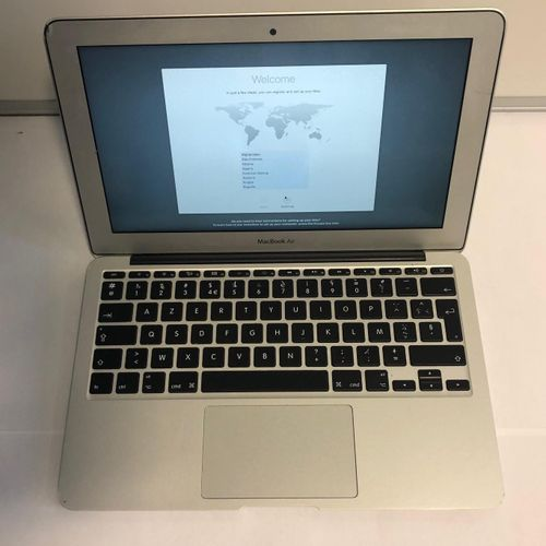 APPLE MacBook Air, model A1465, serial number C02MN13PF5YW, 11', impacts, scratc…