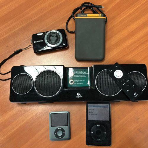 Lot composed of :  2 iPods: model A1136, serial number JQ546EA3TXL, 60 GB and m…
