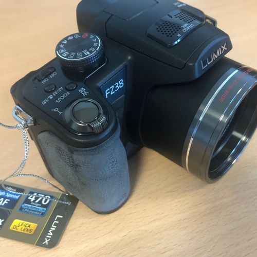 Camera PANASONIC Lumix FZ38, optical zoom X18, 12 Mp, in box, as new. Drop off l…