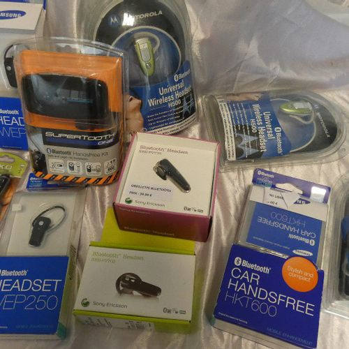Lot composed of : Supra BOSE headset (2007), in its box , Bluetooth headset NOKI…